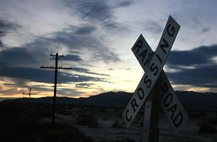 Railroad crossing signe
