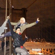 two girls on the brooklyn bridge