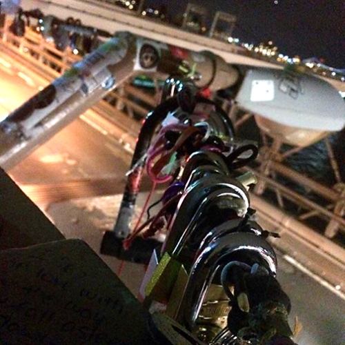 locks on the brooklyn bridge